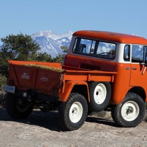 More jeep concept vehicles. this one is the Forward Control (FC) 150, vintage 1950s FC on a jeep wrangler chassis.